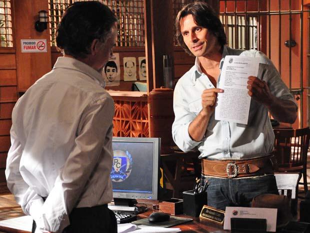 Solano tenta convencer Geraldo de que é um bom homem