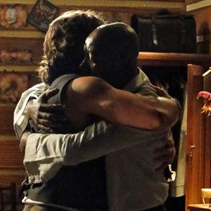 O abraço emocionado dos dois