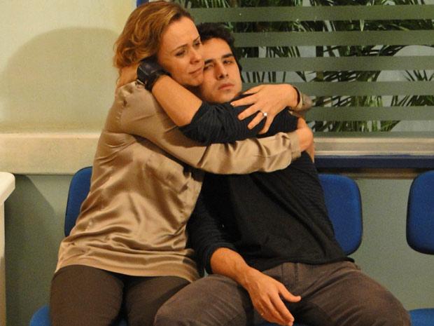 Bruna com Julinho no hospital