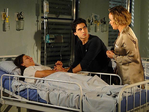 Bruna chega de surpresa e promete cuida de Julinho