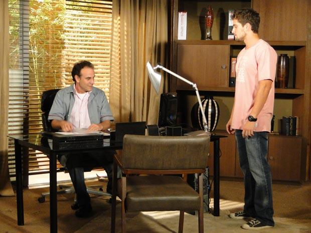 Jorgito mostra para Gino sua nova sala