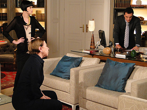 Bete conta sua teoria a Mauro e Melina