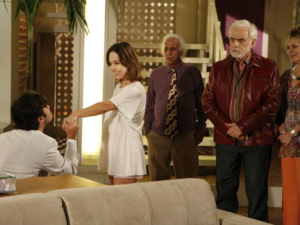 Berilo pede a mão de Jéssica e irrita Olavo