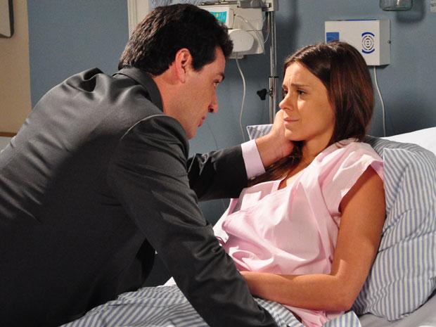 Mauro consola Diana, que se desespera