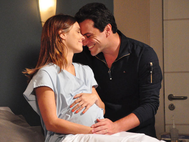 Mauro e Diana escolhem o nome da filha: Vitória