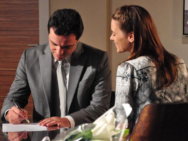 Mauro e Diana oficializam a união em cartório