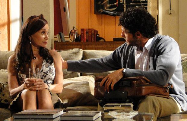 O doutor Ricardo assiste Pérola
