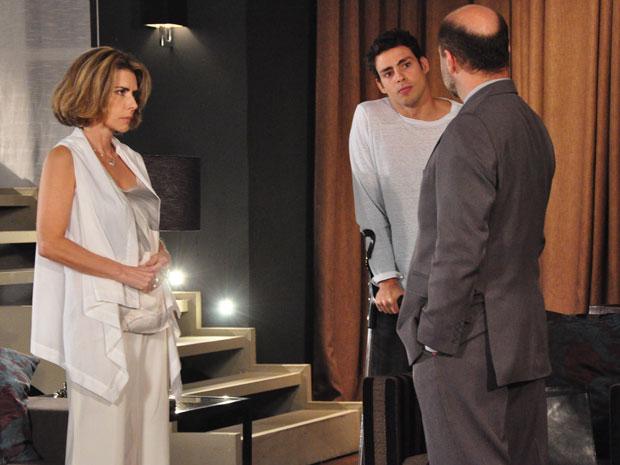 Danilo pergunta ao advogado se já descobriram quem matou Saulo