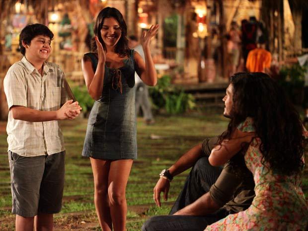 Nancy e Bruno comemoram junto com o casal