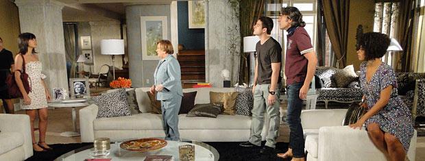 Gabi chega determinada na casa de Jacques