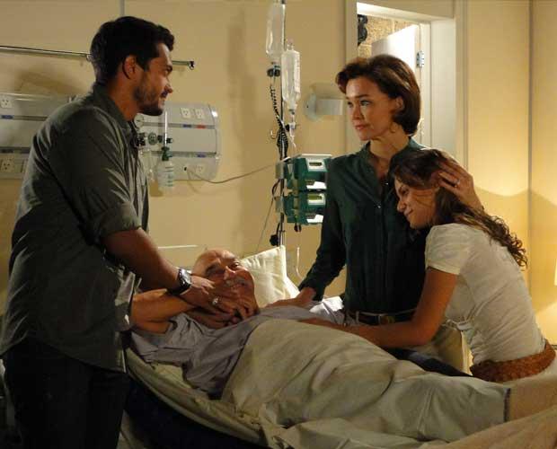 No hospital, Max faz drama para a família e é cercado de carinho