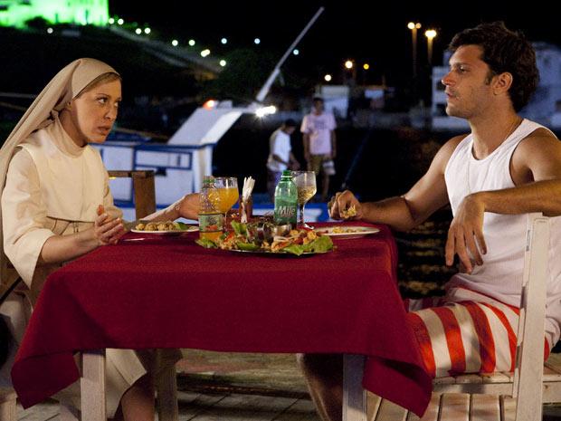 Jaqueline tenta convencer Thales a se casar com Solange