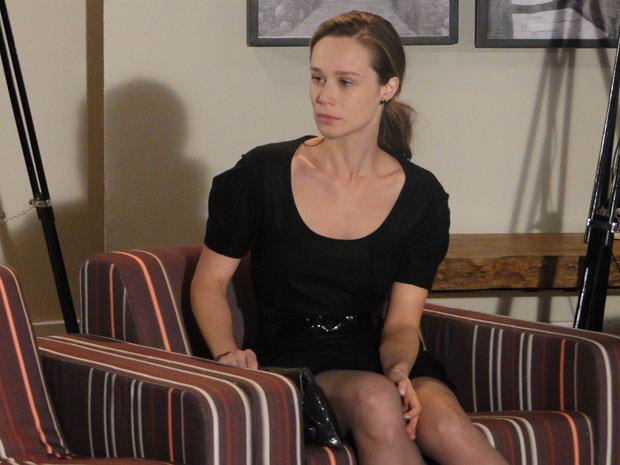 Clara afirma para si mesma que era para Diogo estar preso
