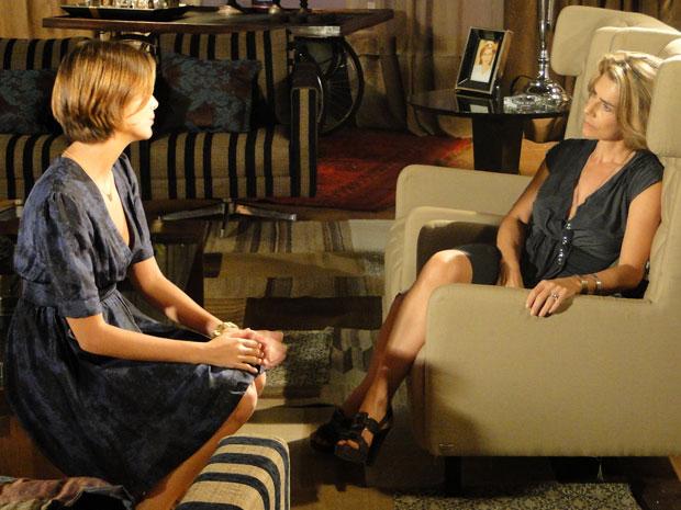 Lorena resolve aceitar o romance de Stela com Agnello