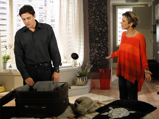 Luisa encontra Alex arrumando sua mala