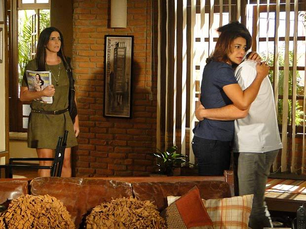 Suzana encontra Ari e Marta no maior clima, novamente