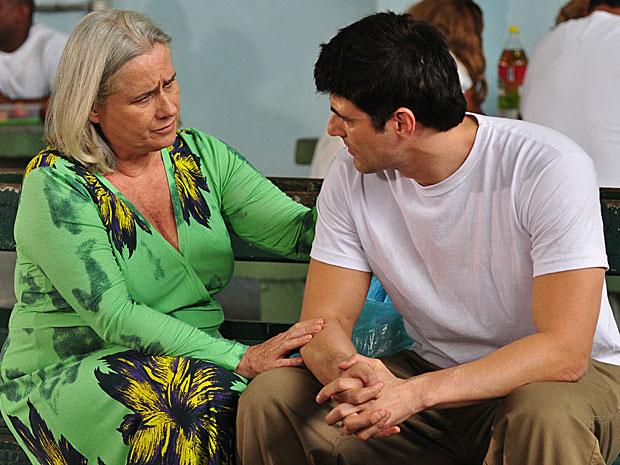 Ela afirma que ama o filho, apesar de tudo
