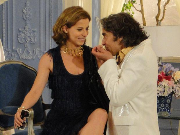 Jacques seduz Magda e ela dá abertura ao estilista