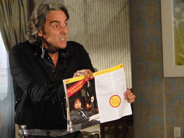 Jacques se revolta ao ler matéria na revista de Help