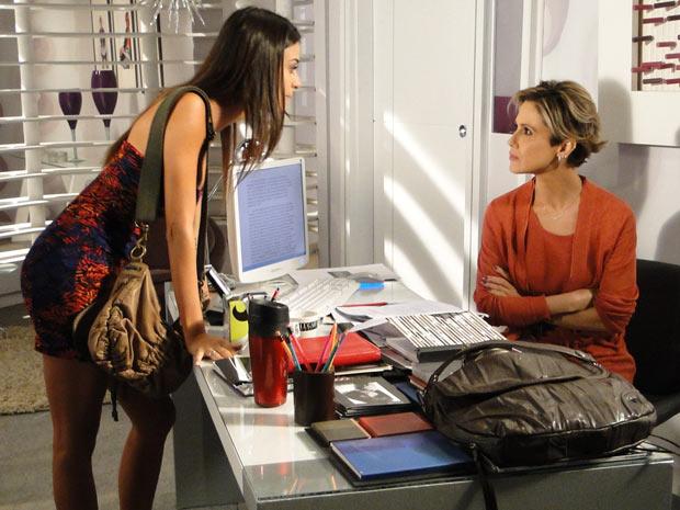 Luisa e Amanda discutem e se ofendem