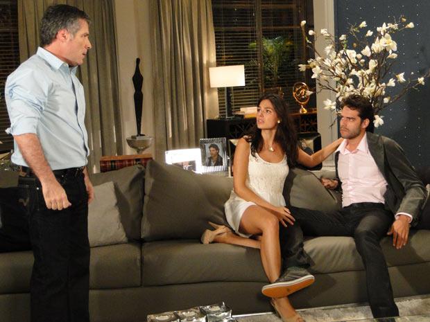 Gustavo vai à casa de Renato e o agride