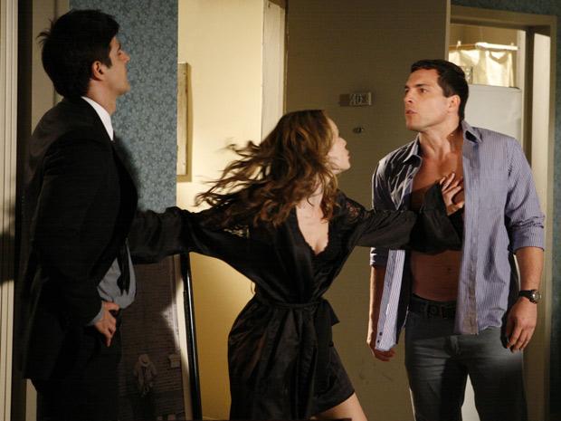 Clara evita que Diogo e Fred se enfrentem