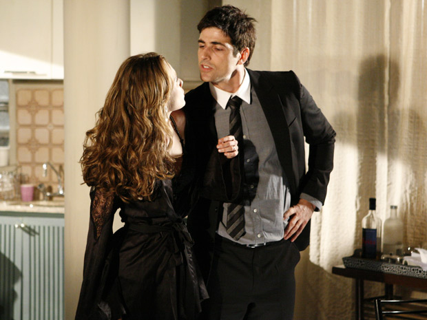 Fred ameaça Clara