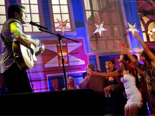 O cantor animou a plateia