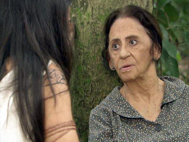 Mariquita revela a Estela que Max está dizendo a todos que Solano é seu filho