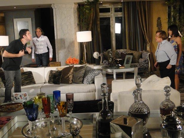 Bêbado, Pedro fala para Gabi que ama Camila