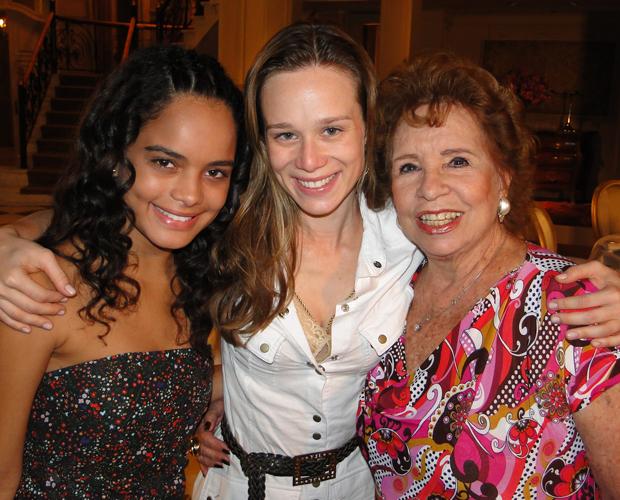 Carol, Mariana e Daisy fizeram questão de provar que a briga só existe na novela