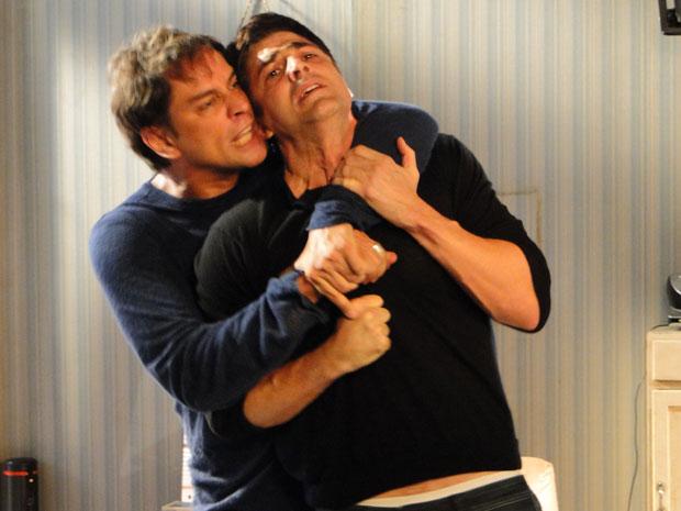 Gerson e Fred se enfrentam