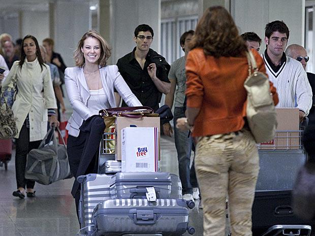 Marina volta ao Brasil depois de passar alguns anos estudando na Europa