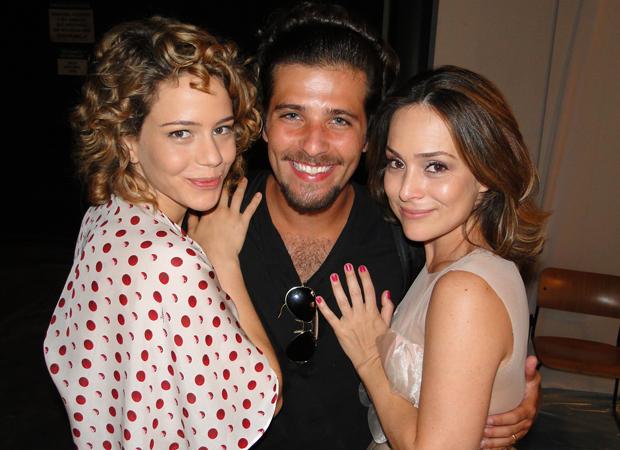 Disputa por Berilo é só na novela. Fora da tela, Leandra, Bruno e Gabriela são amigos