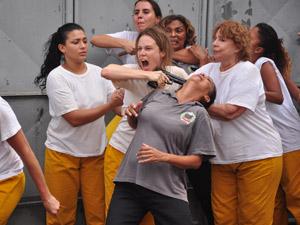 Clara e Valentina se unem e fogem da prisão (passione/tvglobo)