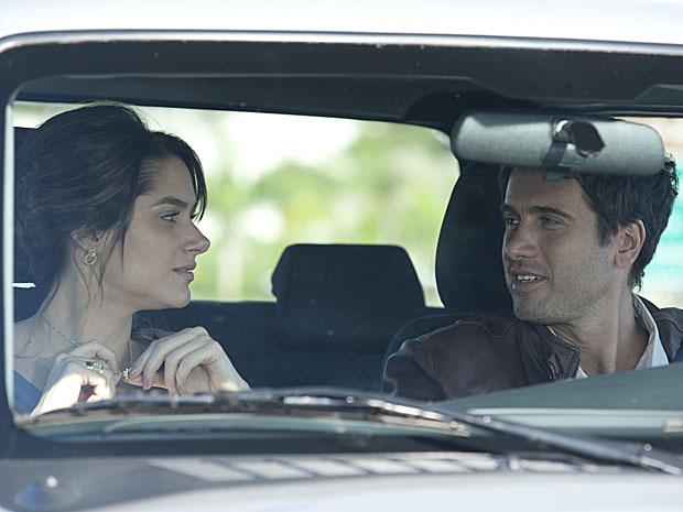 Luciana fica feliz ao reencontrar o noivo são e salvo
