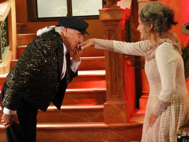 Vestido de Valentim, Mário Fofoca recebe Cecília