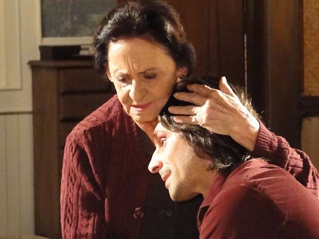 Solano encontra conforto nos braços da avó