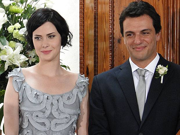 Mauro e Melina vão aparecer lado a lado no casamento de Gerson e Felícia. Será que os dois vão terminar juntos?