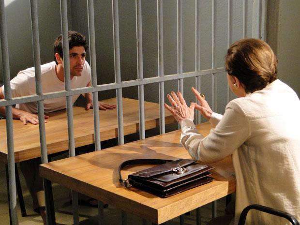 Bete procura Fred e faz uma proposta ao vilão