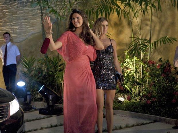Natalie Lamour coloca o pé para Daniella Sarahyba tropeçar