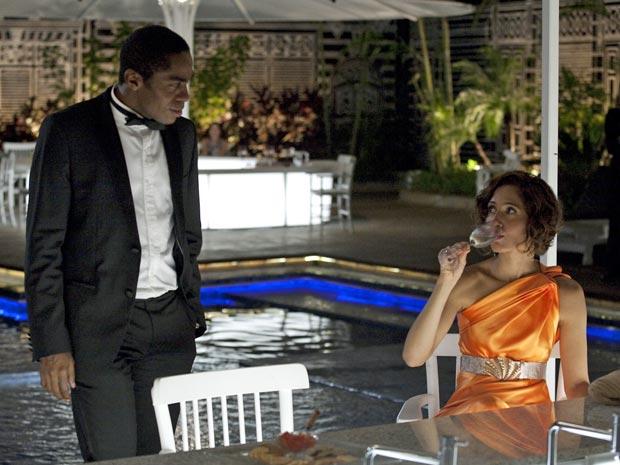 Carol (Camila Pitanga) e André (Lázaro Ramos) se reencontram após muitos anos