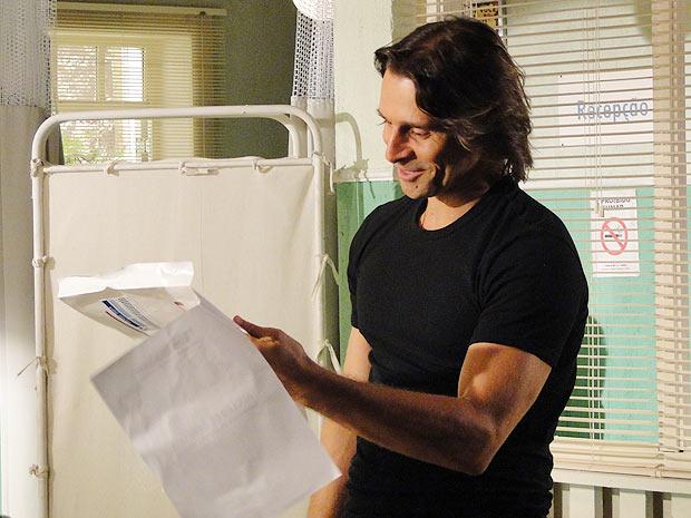 O gaúcho abre o envelope e lê o resultado do exame...