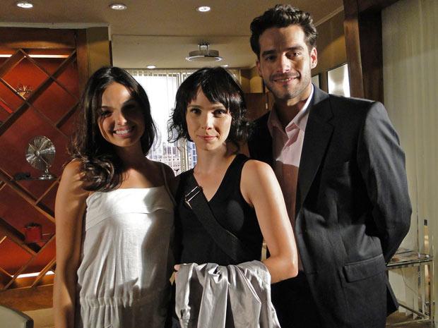 Isabel, a personagem de Débora, forma triângulo amoroso com Marcela e Renato