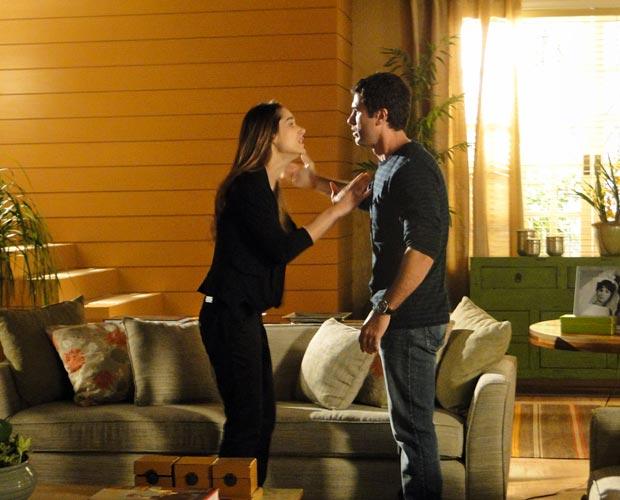 Luciana fica com ciúmes de Irene e discute com Pedro