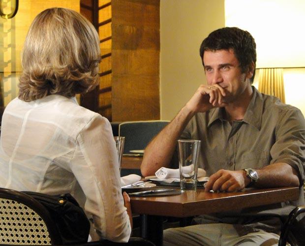 Pedro assume que também está apaixonado por Marina