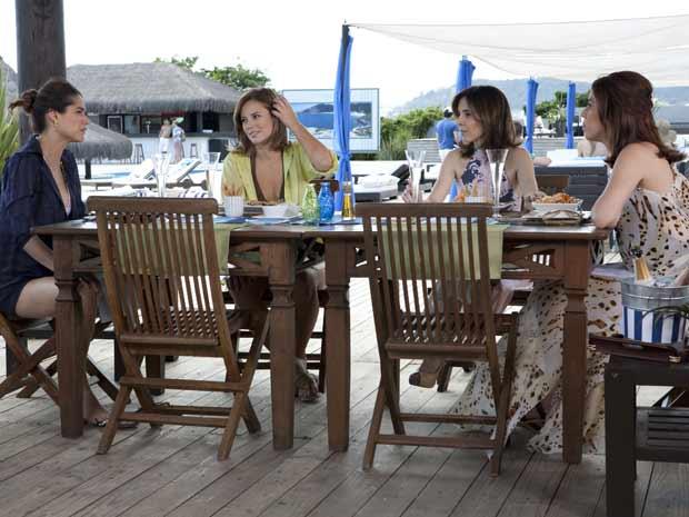 bibi e marina almoçam com luciana e eunice