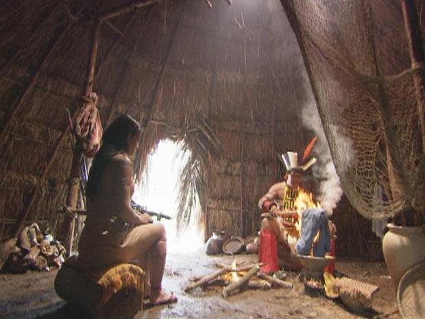 Iuraru queima a camisa de Solano em um ritual para proteger o gaúcho de sua maldição