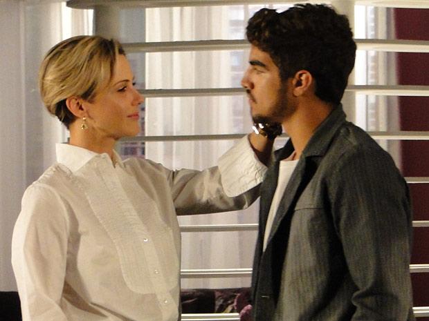 Com expectativa de estar grávida, Luisa fica radiante ao ver Edgar