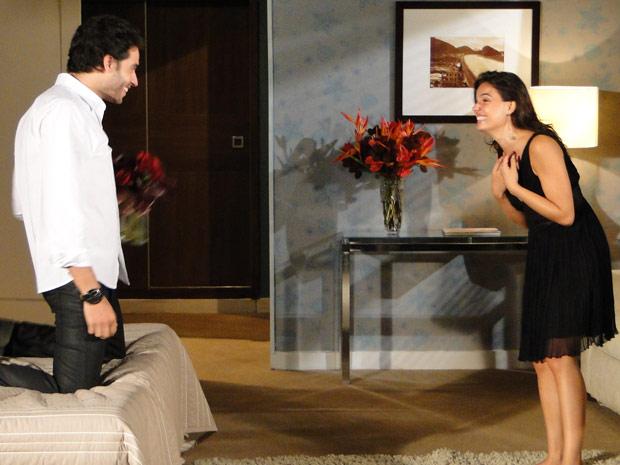 Marcela e Renato dão gargalhadas
